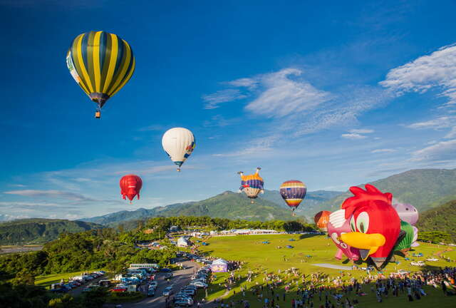 Hot-air balloon festival and light projection concerts are held here