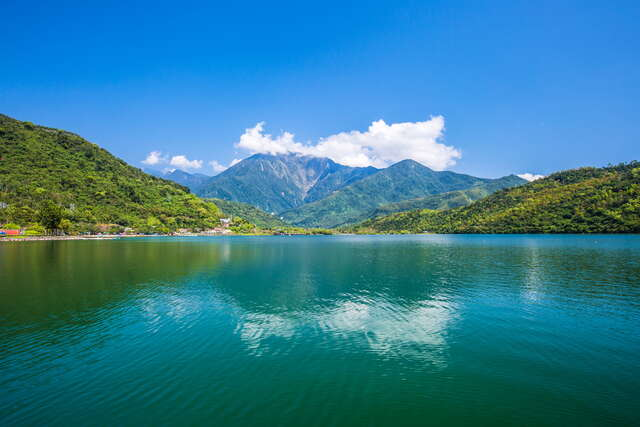 There are attractions including Mugu Muyu in Tongmen and Feicui (Emerald) Valley.